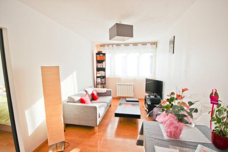 vente appartement 2 pieces de 35 m2 94200 ivry sur seine 748. Black Bedroom Furniture Sets. Home Design Ideas